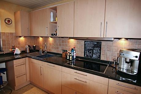 Unsere Küche links...